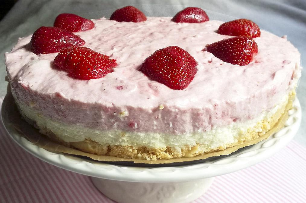 Epres-fehércsokis mousse torta sütés nélkül